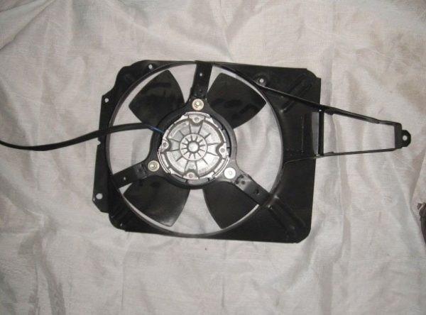 Демонтаж вентилятора системы охлаждения