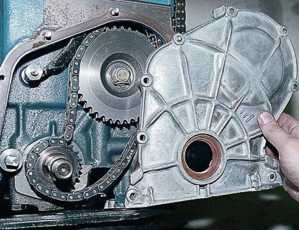 Снимаем крышку мотора