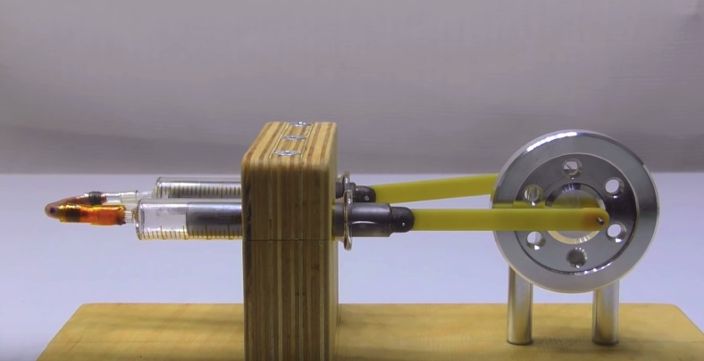 Двигатель Стирлина альфа-типа в сборе и готов к работе